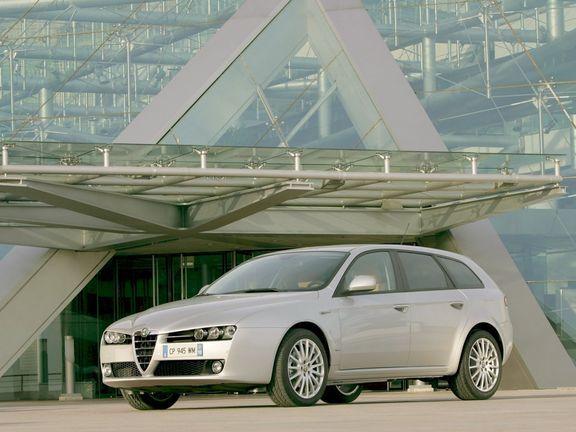 Alfa Romeo Sportwagon. Agresiv in exterior, sensibil in interior...