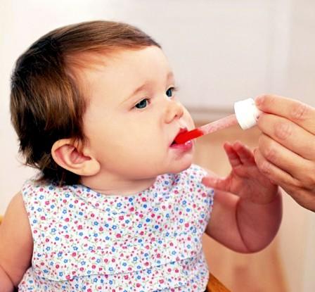 Как дать ребенку лекарство: советы родителям. Как дать горькую таблетку маленькому ребенку: полезные советы для родителей Как дать лекарство ребенку если он выплевывает