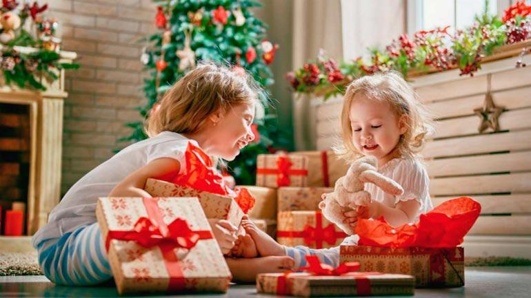 Bambini Che Scartano I Regali Di Natale.Cosa Comprare Un Ragazzo Per Il Nuovo Anno Cosa Regalare Alla