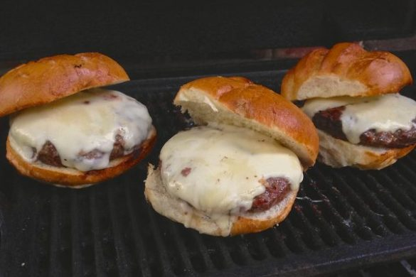 Burgers in need of Thousand Island Dressing