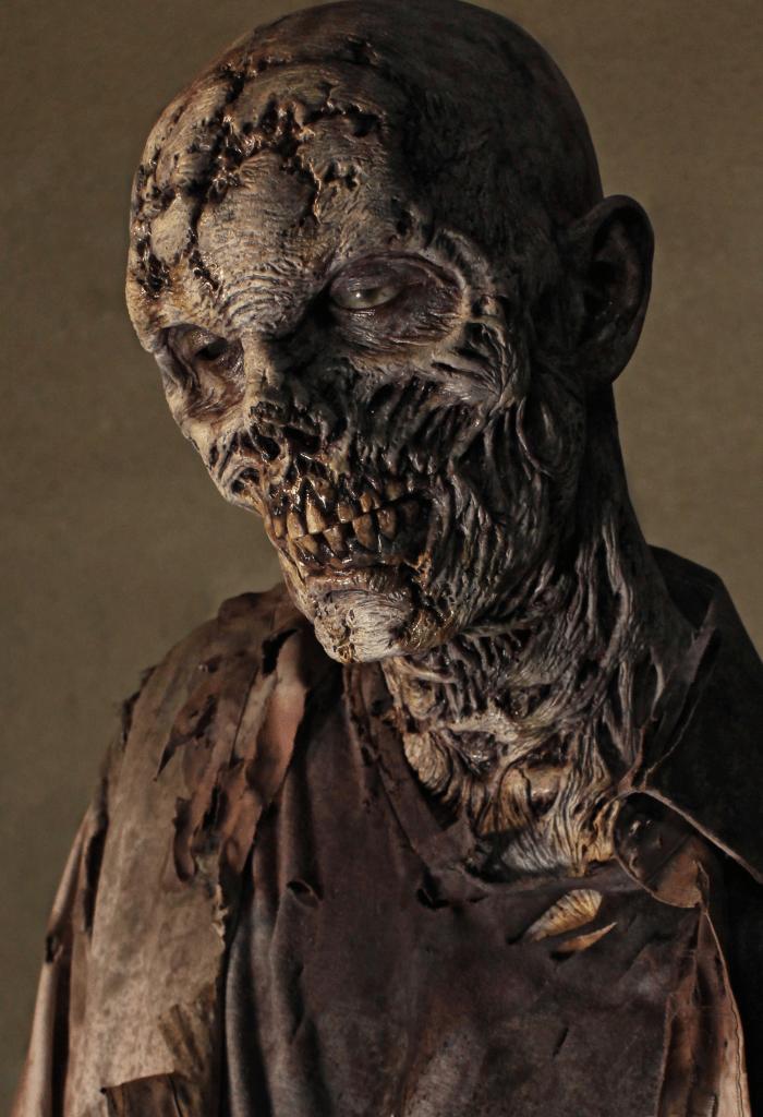 IMG 2477 700x1024 - Z(M-L)17 - zombie/ corpse/ mummy face & neck