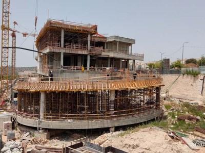 בניין לנדסמן ממשיך להתקדם