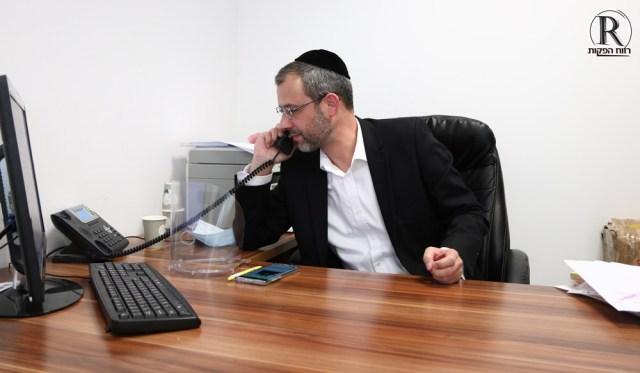 חבר מועצת העיר יוסי גולדהירש בשיחת טלפון