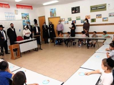 ראש העיר עם תלמידי כיתה א' בתלמוד תורה סוכת דוד