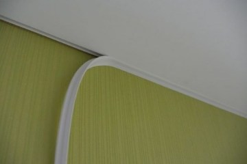 заменить обои если установлен натяжной потолок