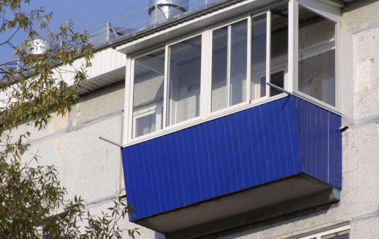 балкон с крышой