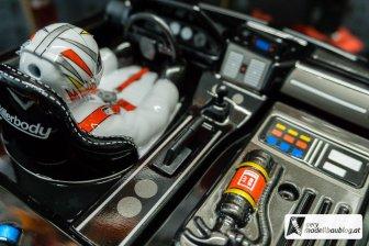 Auch die Handbremse zum driften ist im Killerbody - Cockpit Set vorhanden.