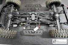 Das Kunststoff Chassis mit den Links & Rockslidern