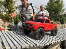 Traxxas TRX-4 Sport in Action auf der Brücke