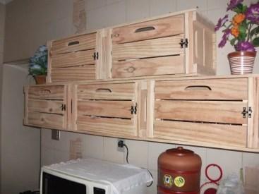 6 como usar caixotes de madeira da cozinha 300x225 - Armário De Cozinha De Pallet:  Inspire-se Em Ideias De Móveis De Paletes.