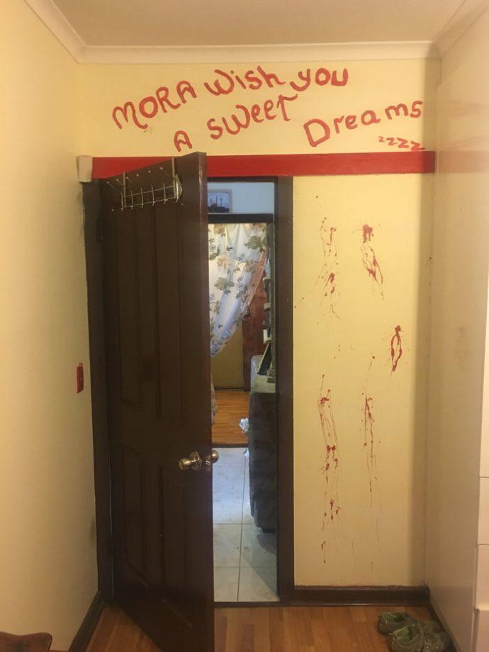 Un hombre compra a su mujer una casa de los horrores antes de ver su interior