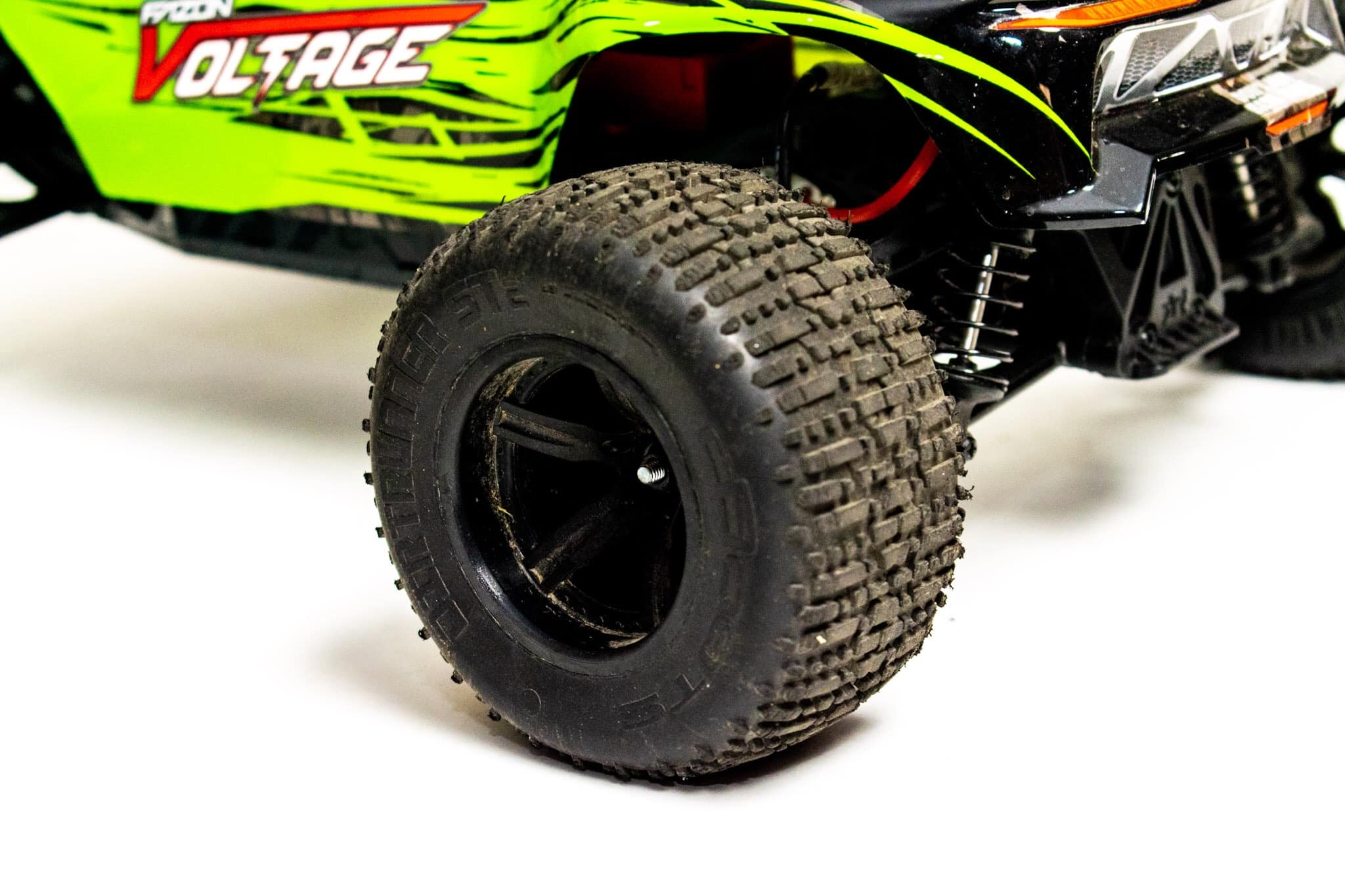 ARMA Fazon Voltage Studio - Rear Tire Close