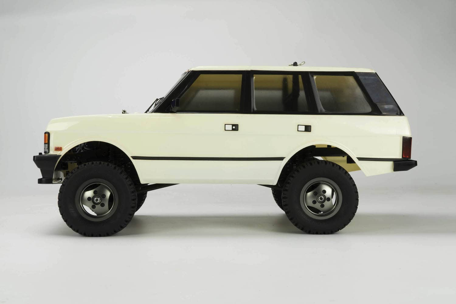Carisma Scale Adventure SCA-1E Range Rover Deluxe Kit - Side