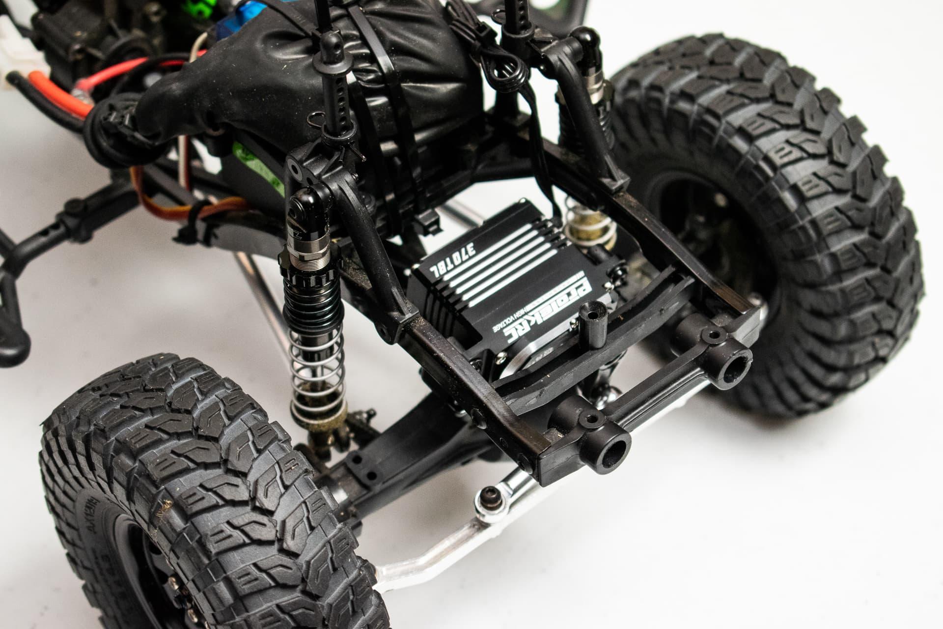 "R/C Overhaul – ProTek RC 370TBL ""Black Label"" Servo for the Axial SCX10/SCX10 II"