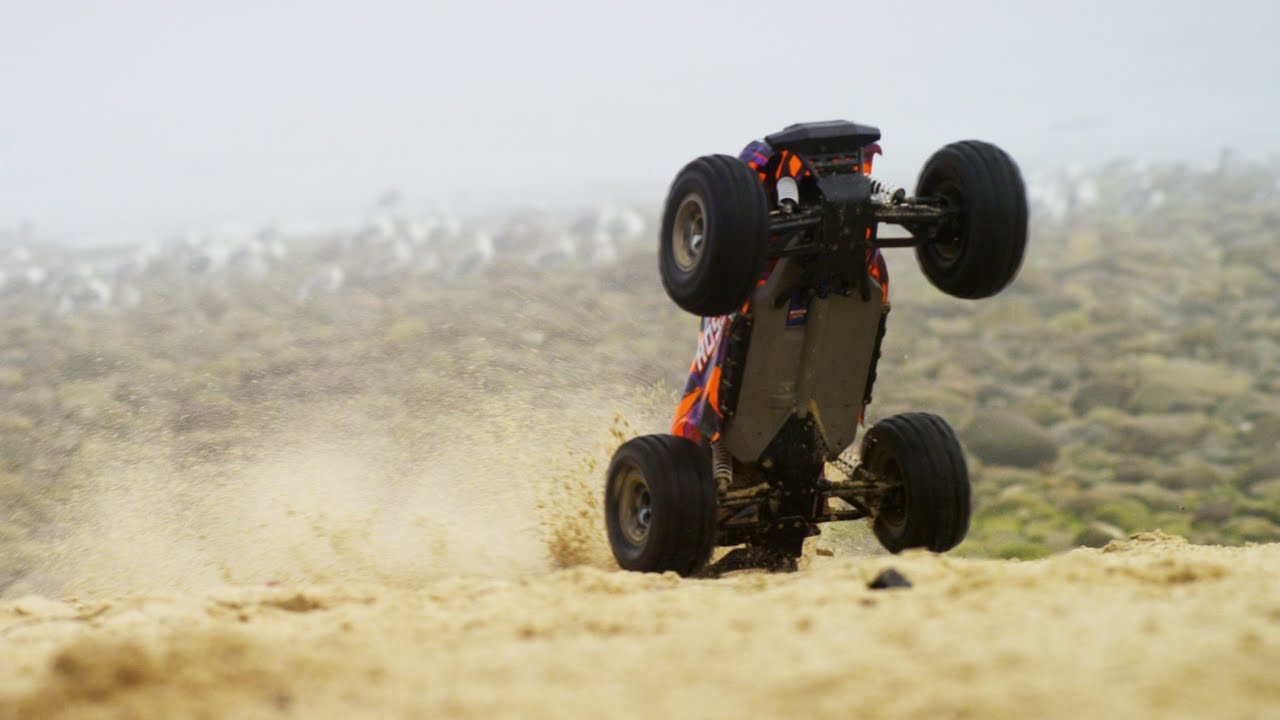 Take a Trip to the Beach with the Traxxas Hoss 4×4 [Video]