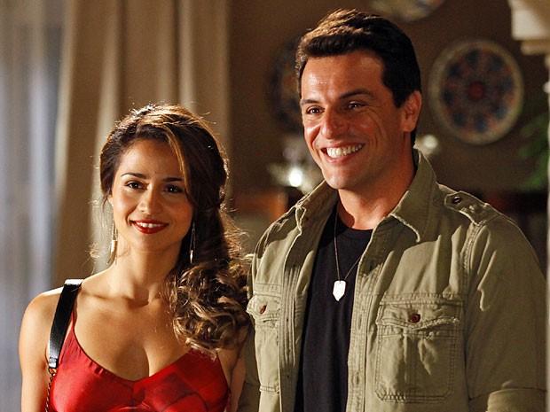 Morena não vai contar a verdade à Theo sobre sua ida ao o exterior para poupá-lo