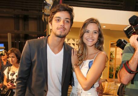 Globo optou por juntar Rodrigo Simas e Juliana Paiva novamente