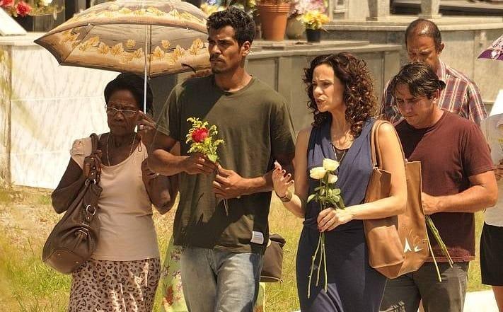 """Marcello Mello Jr. e Vanessa Gerbelli no enterro de Gorete em """"Em Família"""""""
