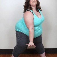 Dançarina de 170kg faz sucesso na internet e ganha programa de TV