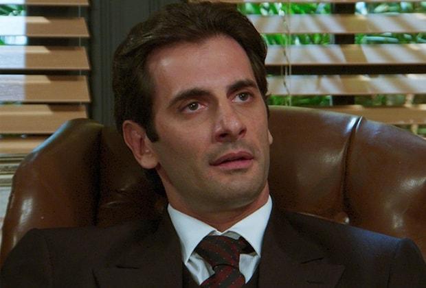 Araújo descobre que Sandra tem um amante