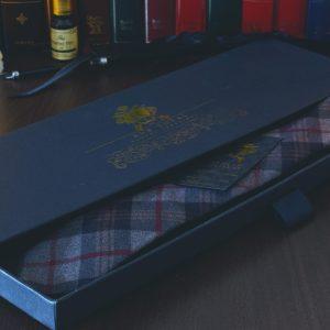 Sivo červená bavlnená kravata z prémiovej bavlny RDB Royal v luxusnom darčekovom balení v prevedení SLIM