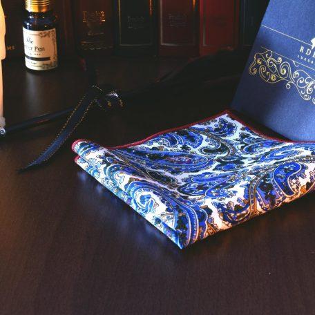 Letná jarná náprsná elegantná pánska biela modrá paisley vreckovka do saka