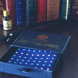 Luxusná pánska elegantná hodvábna náprsná vreckovka do saka modrá bodkovaná