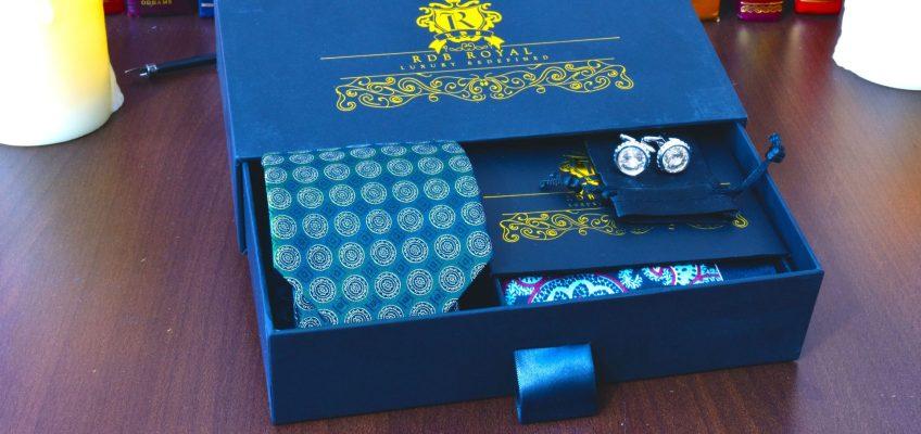 pánsky hodvábny luxusný darčekový set s kravatou a vreckovkou do saka zelený foulard