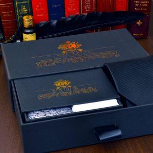 čierny elegantný pánsky set čierna kravata biela vreckovka do saka