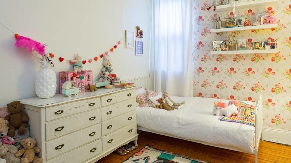 child decorated bedroom