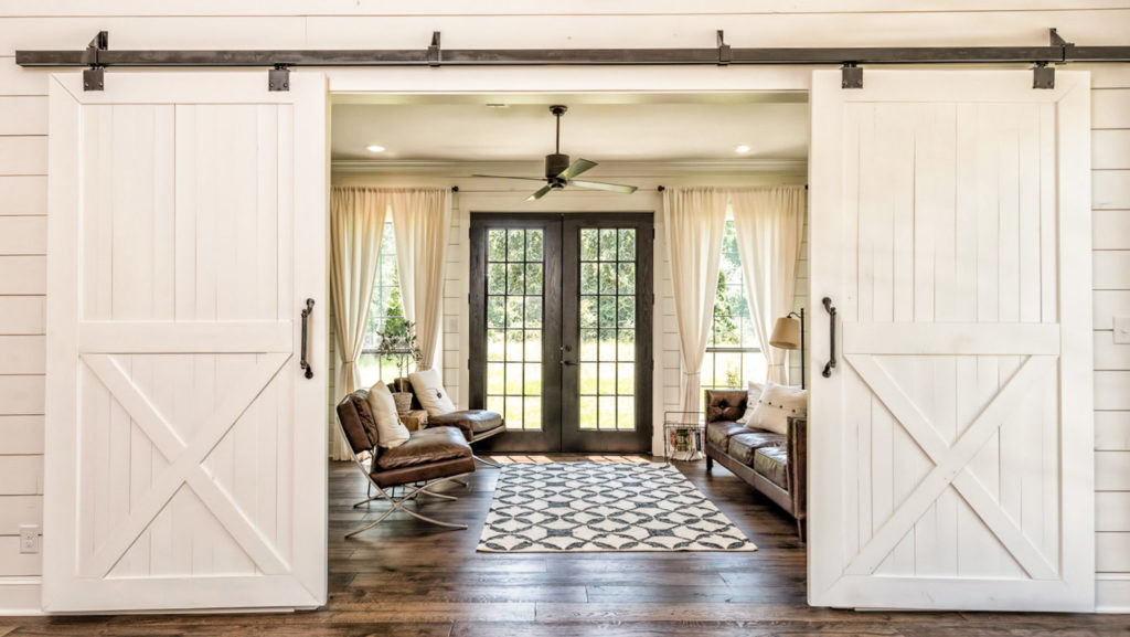 Farmhouse Chic: 10 Home Decor Tips From Chip And Joanna