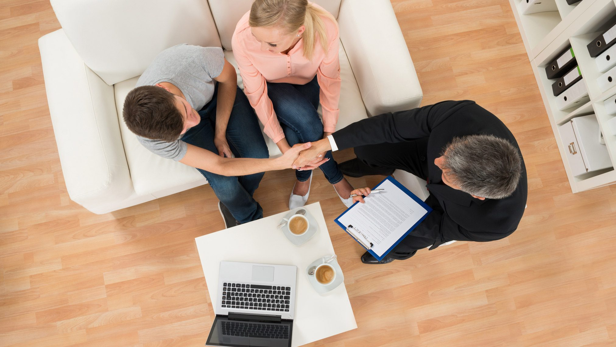Do Home Seekers Need to Sign a Contract to Tour Homes?