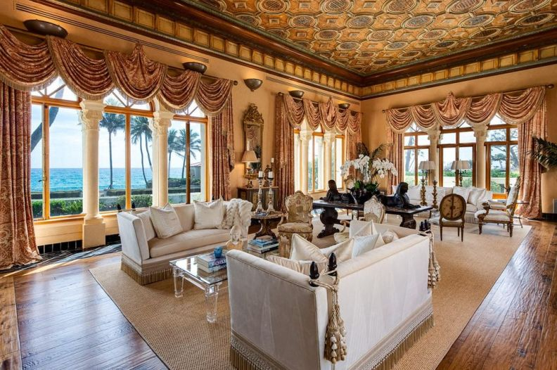 Living space in Palm Beach estate