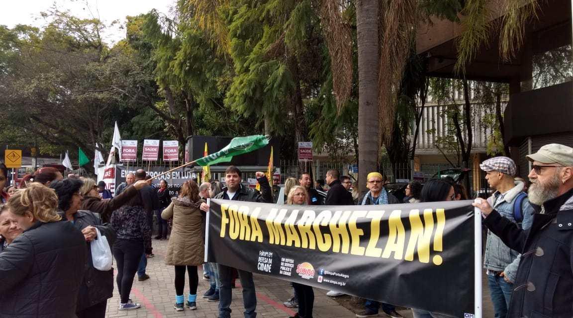Servidores Municipais de Porto Alegre realizam protesto