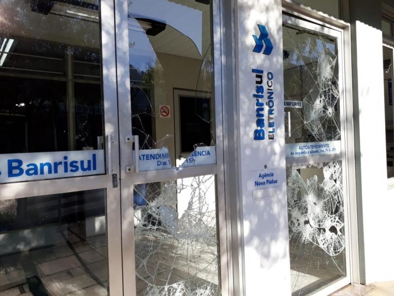 Quatro agências bancárias são explodidas na madrugada