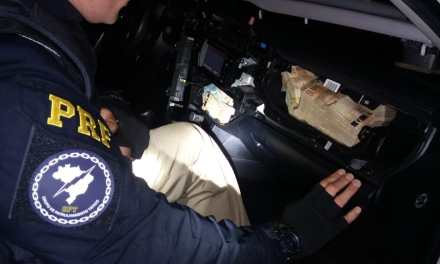 PRF apreende R$ 305 mil escondidos em veículo