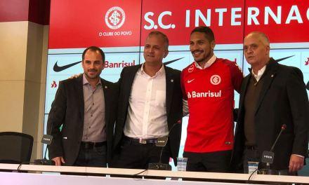 Internacional apresenta oficialmente Paolo Guerrero