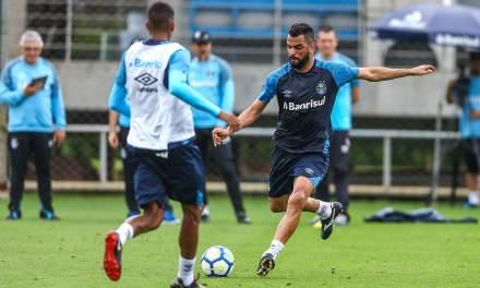 Jean Pyerre recebe conselhos de Maicon para evoluir no Grêmio