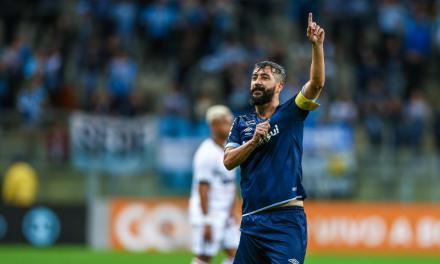 Grêmio posta mensagem de agradecimento a Douglas