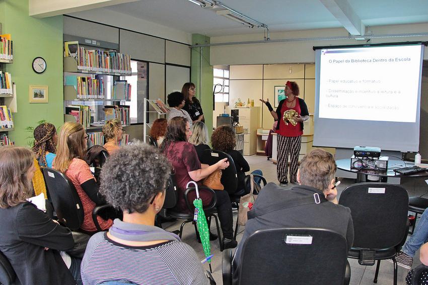 Biblioteca da Smed realiza Sarau Café com Letras
