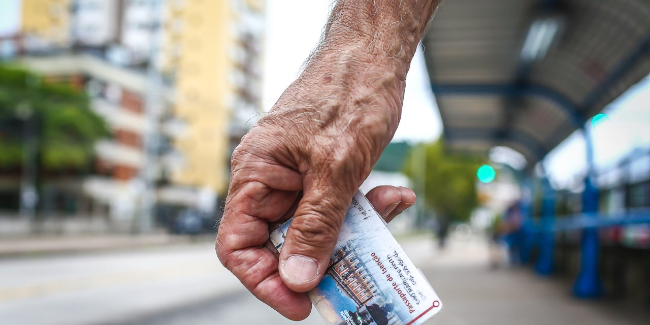 Prazo para recadastrar cartão Tri de idosos com até 64 anos termina dia 31