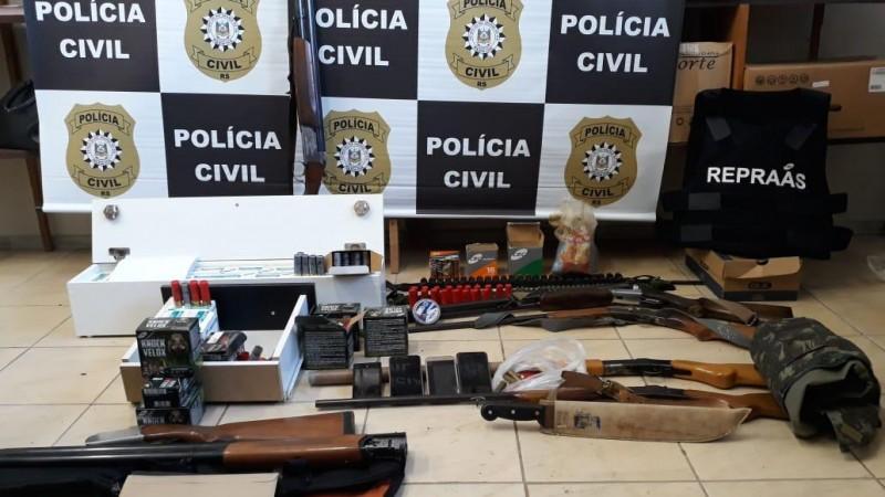 Operação contra comércio ilegal de armas resulta em três prisões na Serra