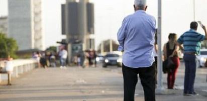 Total de idosos no mercado de trabalho cresce; precariedade aumenta