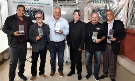 Cinegrafista Vitor Ochôa ganha troféu da ARFOC