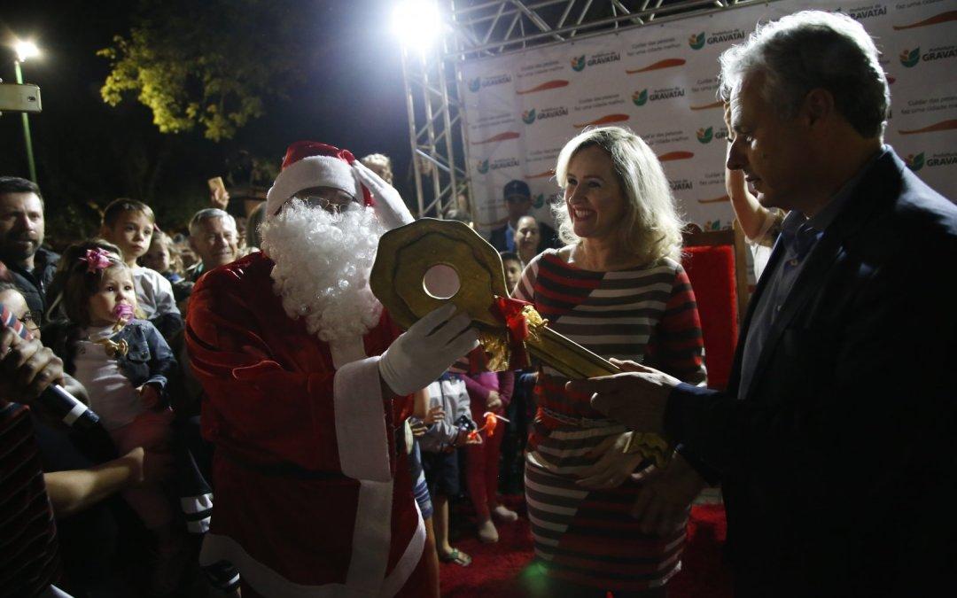 Abertura do Natal Iluminado atrai centenas de pessoas em Gravataí