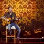 Michel Teló faz show gratuito na Redenção