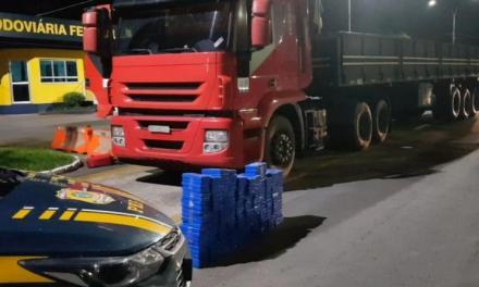 PRF apreende mais de 200 kg de cocaína em fundo falso de caminhão em Lajeado