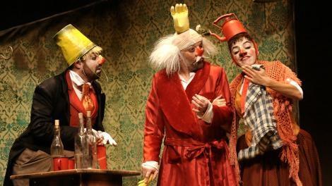 Os Palhaços de Tchekhov no palco do Renascença
