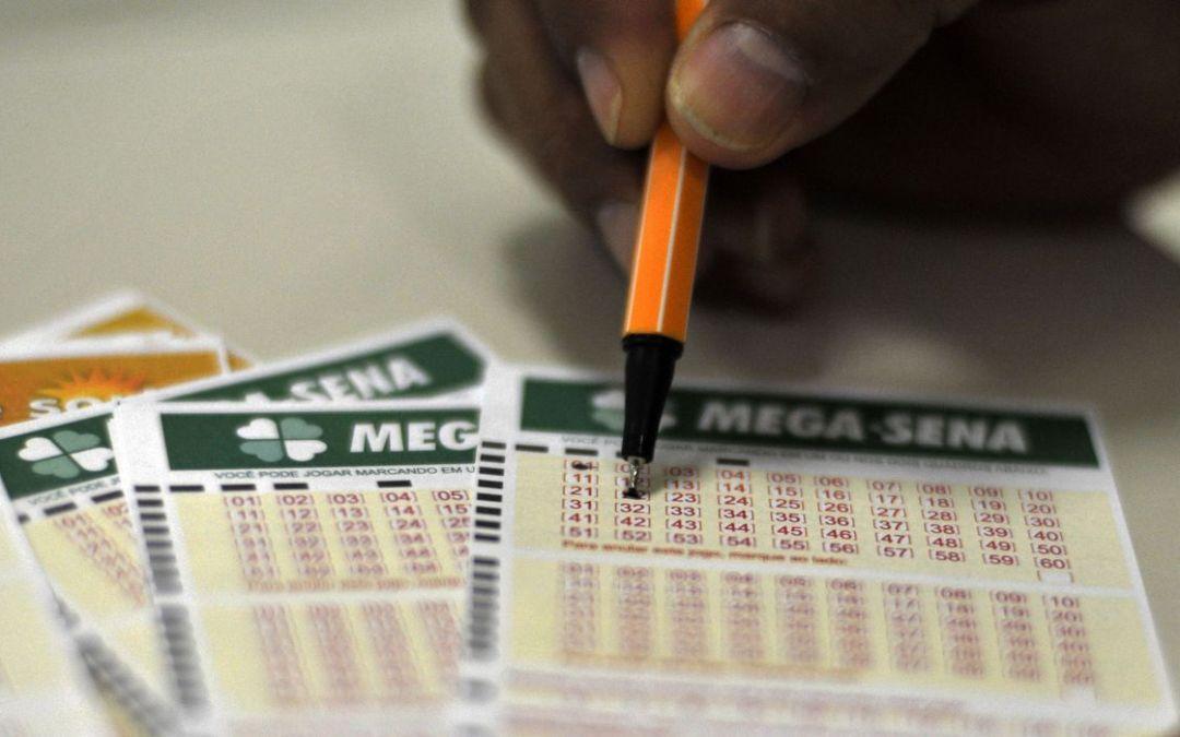 A Mega-Sena sorteia nesta quarta-feira (19) prêmio estimado em R$ 170 milhões, acumulado há 14 concursos.