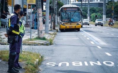 Nova faixa exclusiva do transporte coletivo começa a operar na avenida Ipiranga